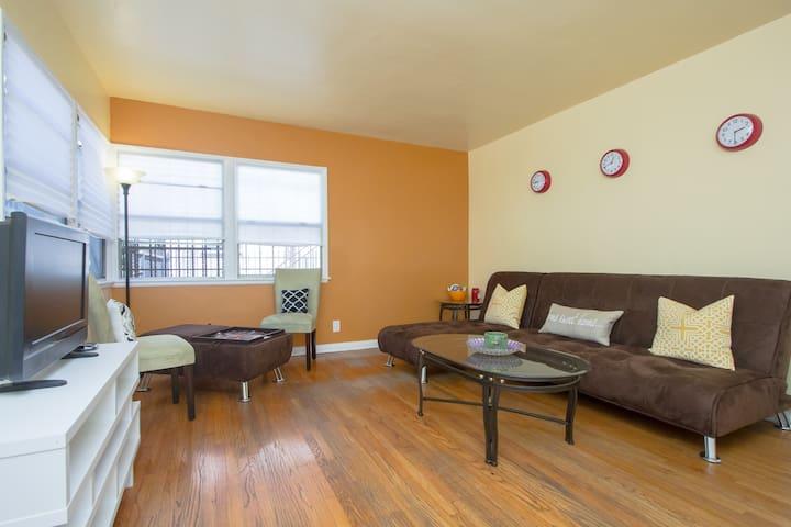 Cozy Full Apartment by USC/DTLA