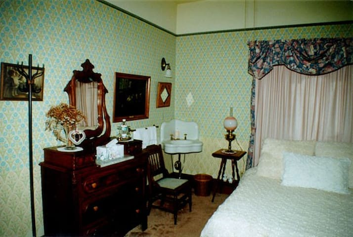 Bachelor Button - Geyserville - Bed & Breakfast