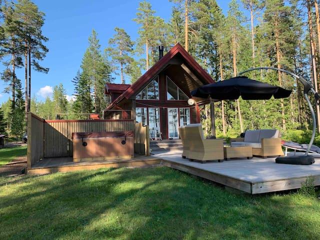Sommarstuga 20 meter från Siljan + jacuzzi
