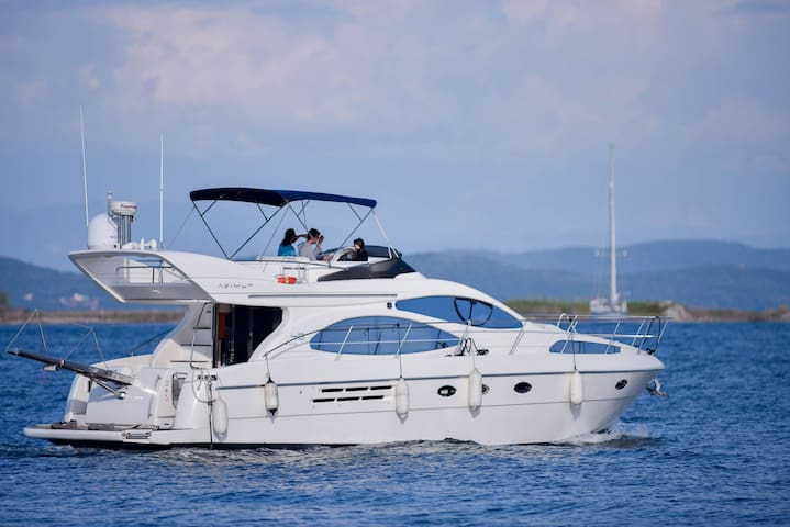 Large Luxury boat for chartering and accommodatio.
