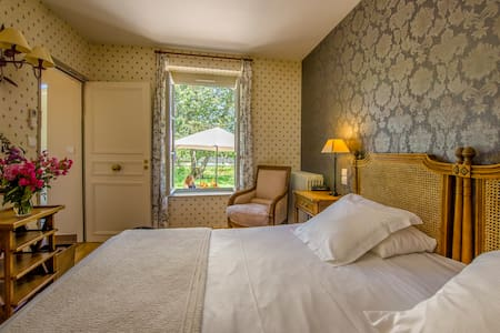 Charmante chambre dans château - Ygrande - Slott