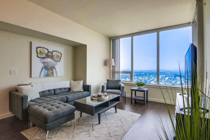 Elegant Downtown San Diego 2 Bedroom Apartment