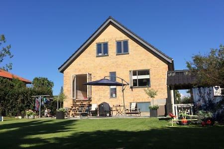 Nice villa - terrace & garden - 15 min to CPH city - Gentofte - Haus