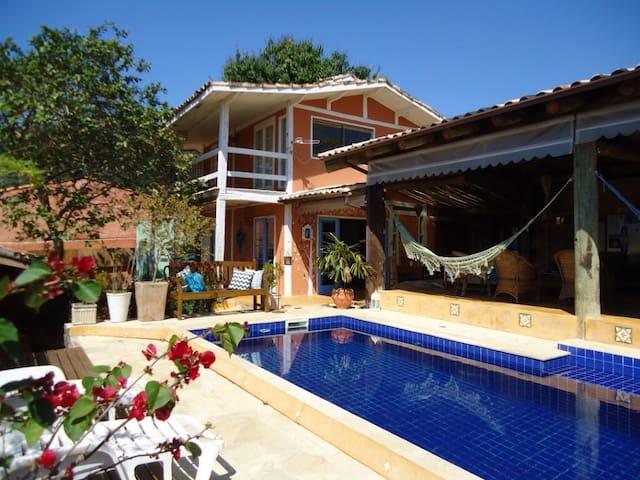 5 suítes, piscina, ar cond., WiFi, 🐶, 8x🚘, churras