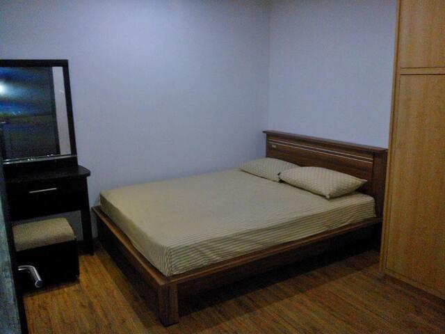 RMHR Guest House 1 & 2 - Bandung - Bed & Breakfast