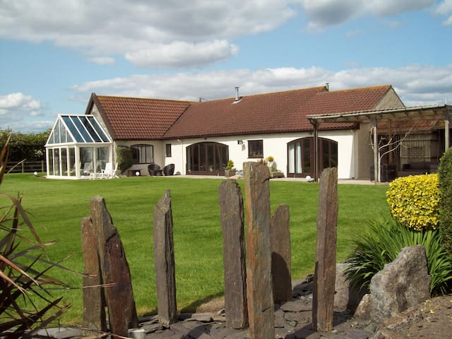 WILLOW BARN BOUTIQUE BED AND BREAKFAST - Wick Saint Lawrence - Hotel butik