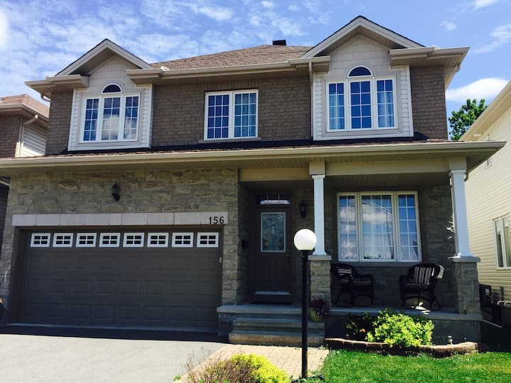 Beautiful House - 15 Min from Downtown Ottawa