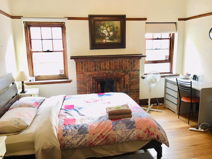 Spacious Rm for you or couple 2/43