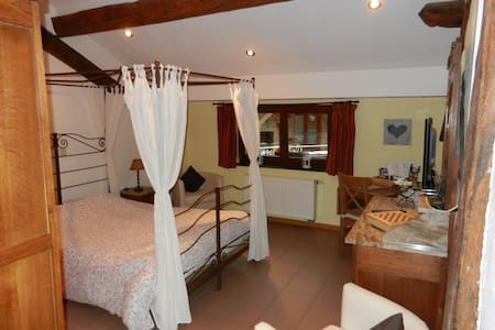 "Micro-house ""les inséparables"" - Bouillon - Bed & Breakfast"