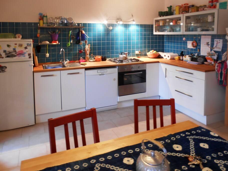 Cucina abitabile completa e adisposizione degli ospiti