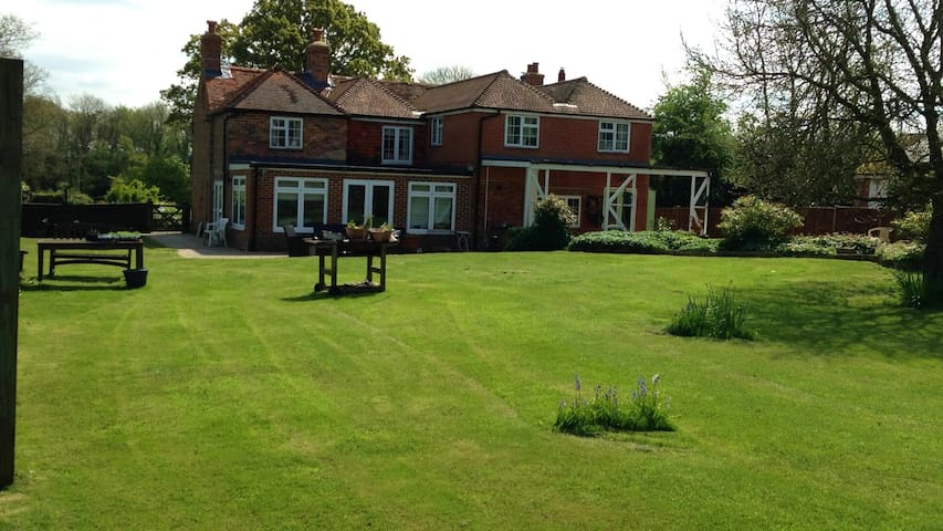 Island Heron, b&b super king bed - Tadley