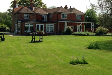 Island Heron, b&b super king bed - Tadley - Bed & Breakfast