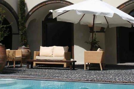 5 bedroom villa in Megalochori - ティーラ島