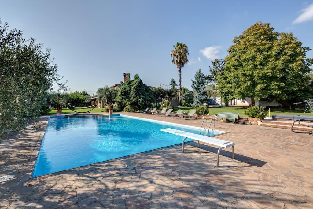 Villa piscina e tennis ground floor villas for rent in - Piscina castelli romani ...