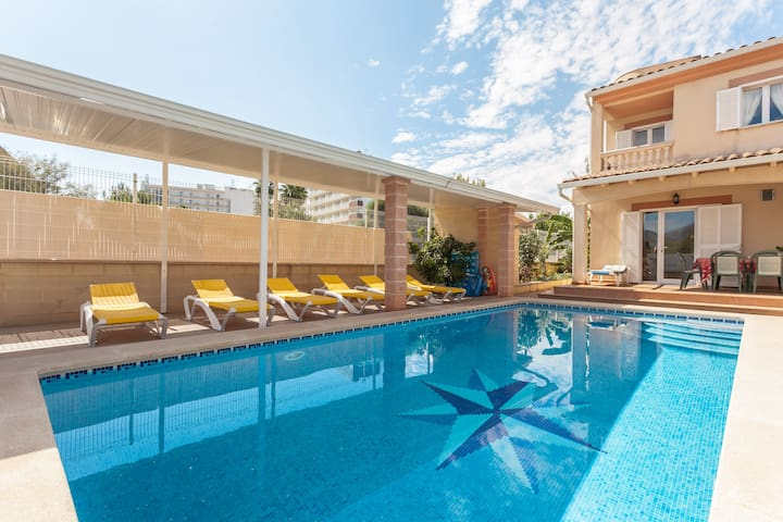 Villa with big private pool near the beach!