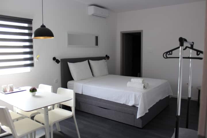 Modern room-near airport,Zagreb,free parking,WIFI