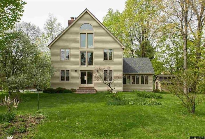 Spacious Beautiful Saratoga Home Steps to Track!