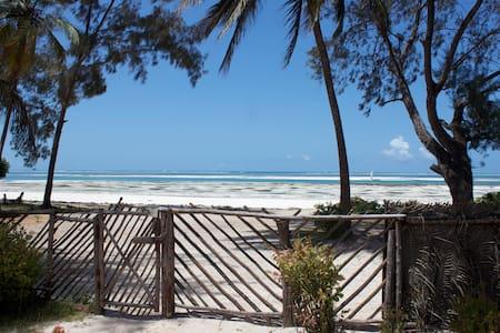 Kiny House 2 room, front beach! - Sansibar