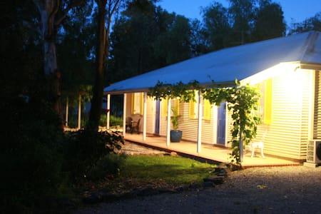 Amy's House B&B  (1 Bdrm Cottage)