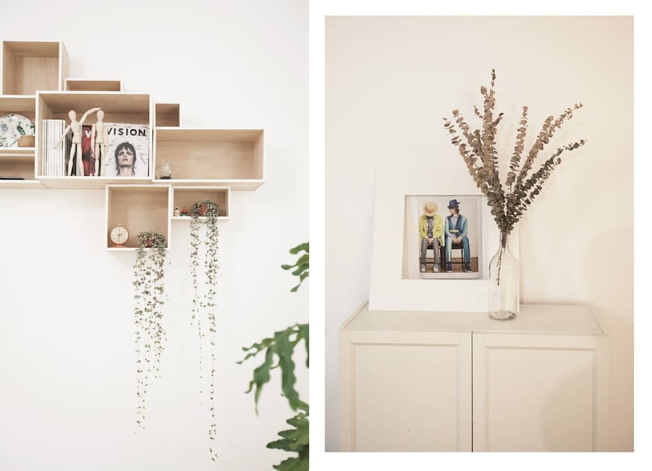 左图:电视背景墙的DIY实木装饰框,右图:进门右侧的鞋柜