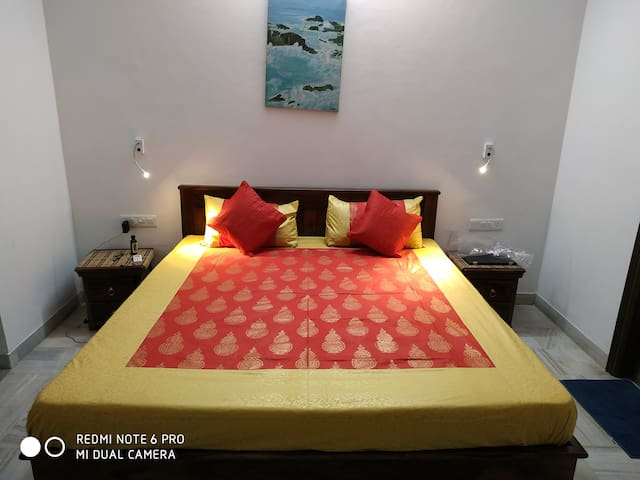 AC Luxury Room with breakfast at THE RISHI VILLA 1