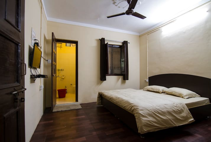 Lansdowne Home Stays - Private Room 2 - Lansdowne - Hostel