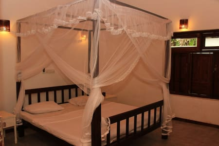 6 Bed Room Bungalow-Near the Beach - Dehiwala-Mount Lavinia - Villa