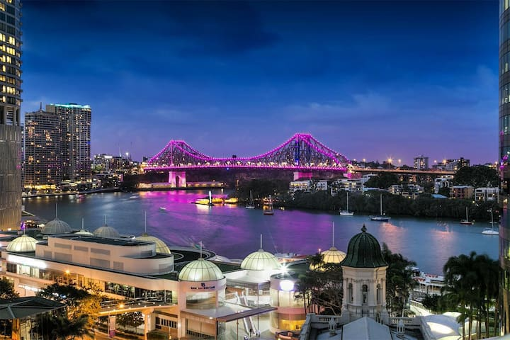 PRIVATE ROOM - STORY BRIDGE VIEW - BRISBANE CBD