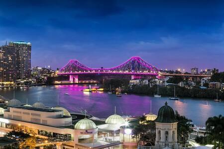 Private Room - Story Bridge View - Brisbane CBD
