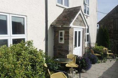 Farmhouse B&B in beautiful area - Enchmarsh