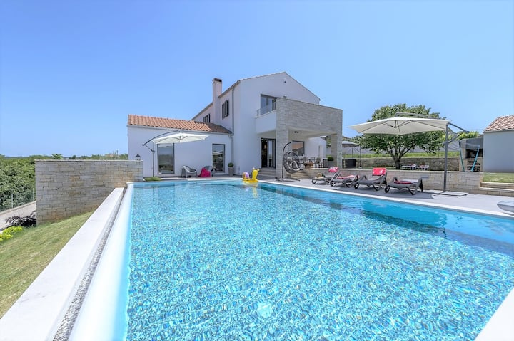 Villa Meli with Infinity Pool and Whirlpool