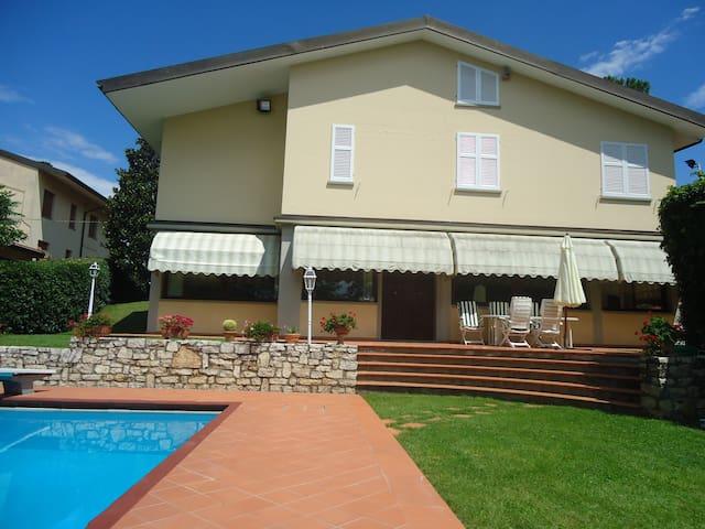 Villa Montelupo con piscina - Bobolino - Casa