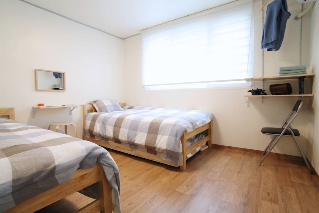 2 single Beds+1single bed: Room A