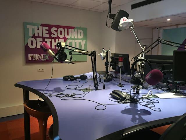 FunX Utrecht - Overnachten In Een Radiostudio - Utrecht