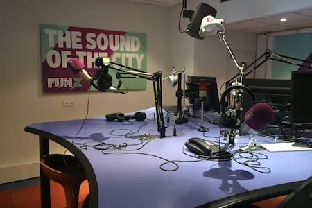 FunX Utrecht - Overnachten In Een Radiostudio - Utrecht - Rumah