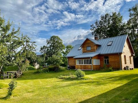 Countryhouse by the river (Sāta pi upis)