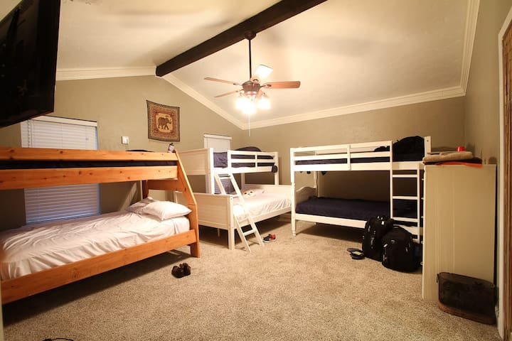 Catch a bed @ DFW Airports #1 crashpad - Hostel - Euless - Hus