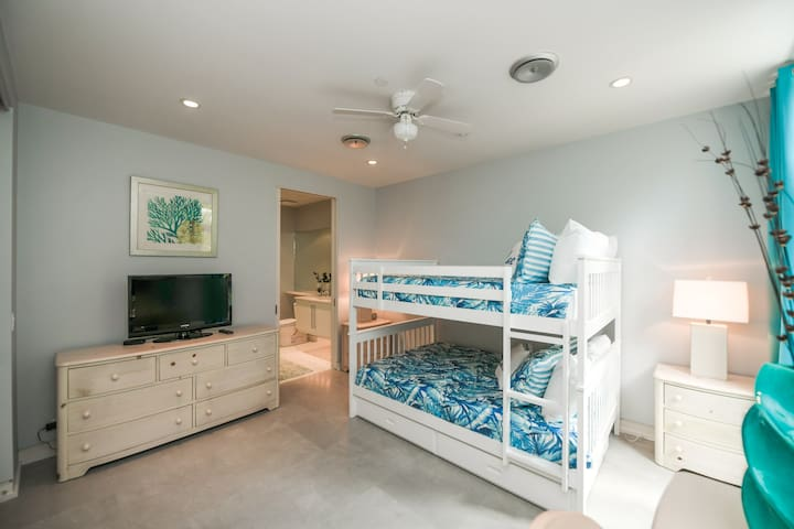 Bedroom 4 - Full Over Full Bunk bed w/ Trundle