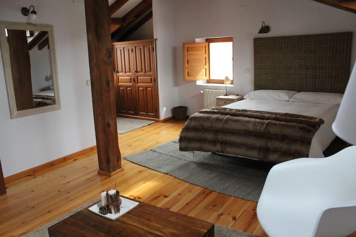 Hotel Rural Gay en Valdesaz (Hab.4) - Segovia - Bed & Breakfast