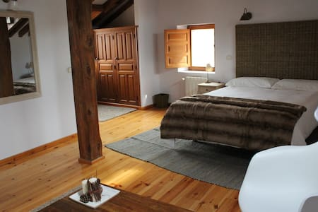 Hotel Rural Gay en Valdesaz (Hab.4) - Bed & Breakfast