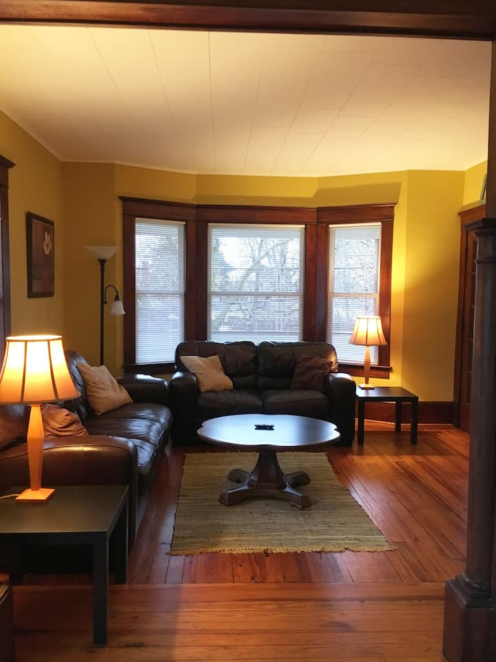 Cozy 2nd Floor Apartment Near Old Town in Lansing