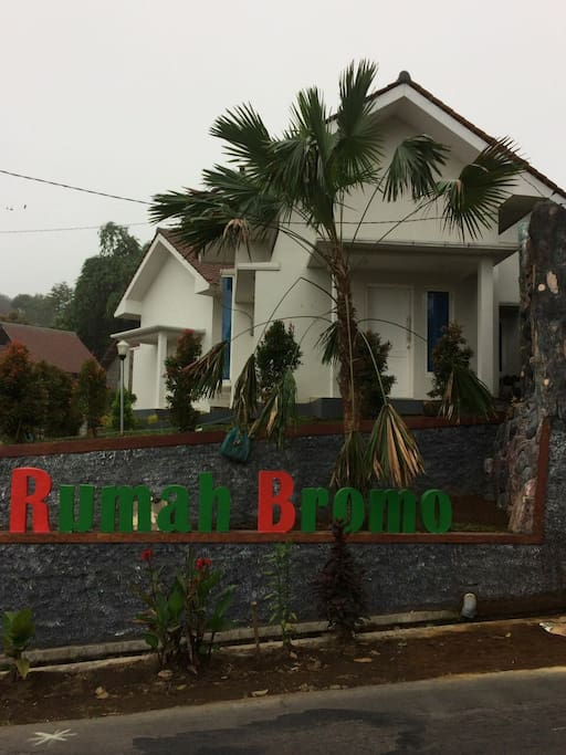 A residence which is designed for people's who wanna stay a night before going to Bromo mt. Very comfortable room and nice weather. All included a breakfast for 4 guests