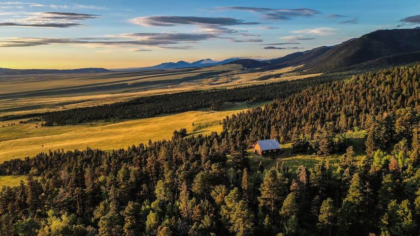 The Hut on Humboldt - Hiker & 4x4 Dream~!