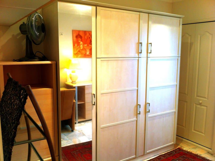 Lit et armoire intégré