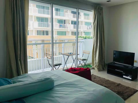 Cozy Studio Condo near The Curve & IKEA Damansara