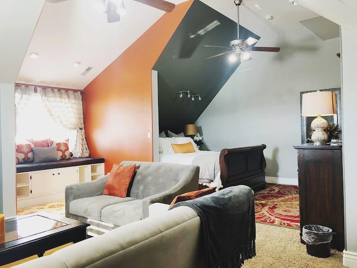 Oversized Comfortable & Beautiful Suite w/ Wet Bar