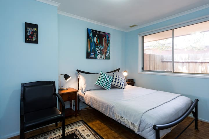 Albion 3bed Cottage Brunswick | Long Stays Welcome