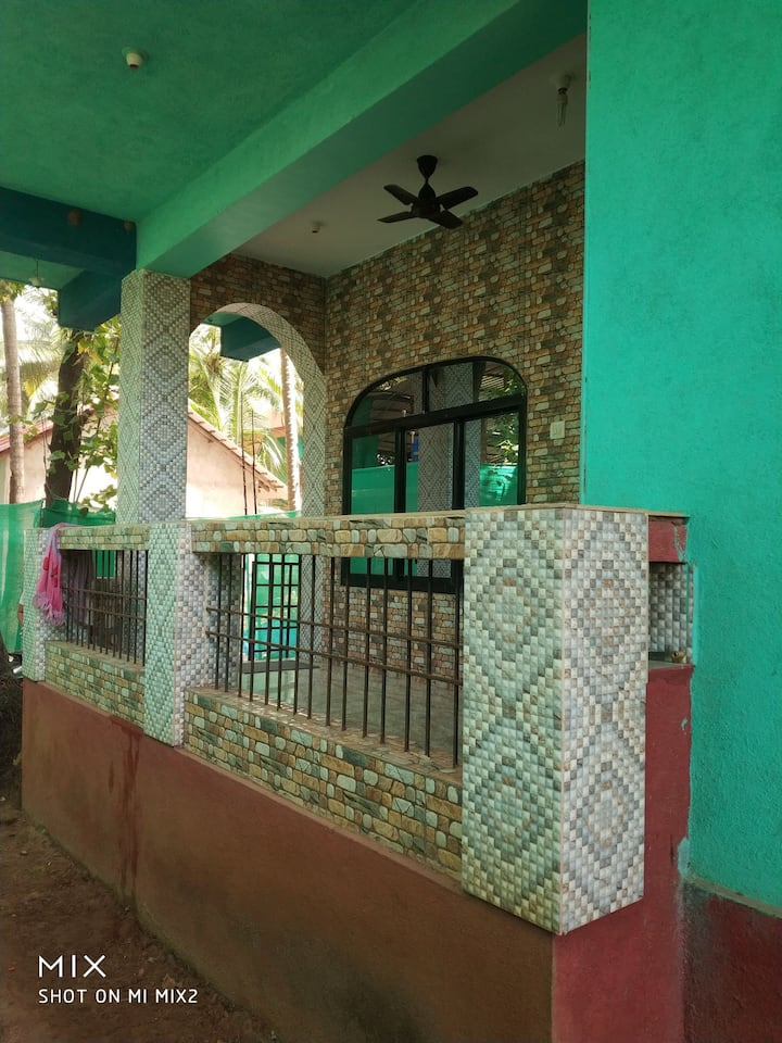 Goan house, opposite ashvem beach, complete privcy