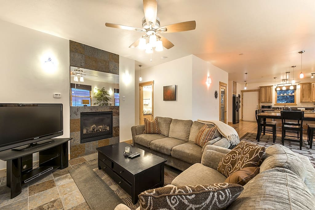 This 3BR/3BA Park City condo is skier and family-friendly, completely renovated with all the modern features anyone would want and is just minutes fro