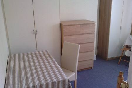 1 Comfy, large room-Wolverhampton - House